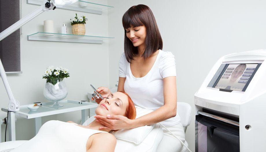 Преимущества работы косметологом-эстетистом